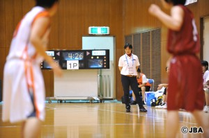 伝統を引き継ぎつつ、新しいスタイルを築いていく、大阪薫英女学院の安藤 香織コーチ
